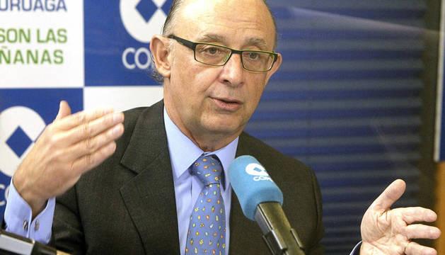 durante la entrevista radial en la emisora Cope, el ministro de Hacienda, Cristóbal Montoro, catalogó la subida del IRPF y del IBI como