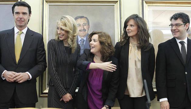 Soraya Sáenz de Santamaría, acompañada por el ministro de Industria, Energía y Turismo, José Manuel Soria