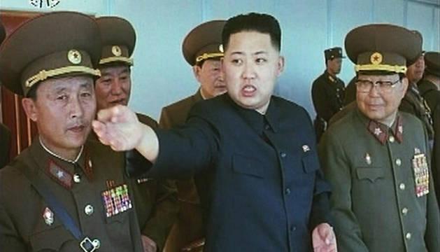 El nuevo presidente de Corea del Norte,  Kim Jong Un, se dirige a manos del Ejército