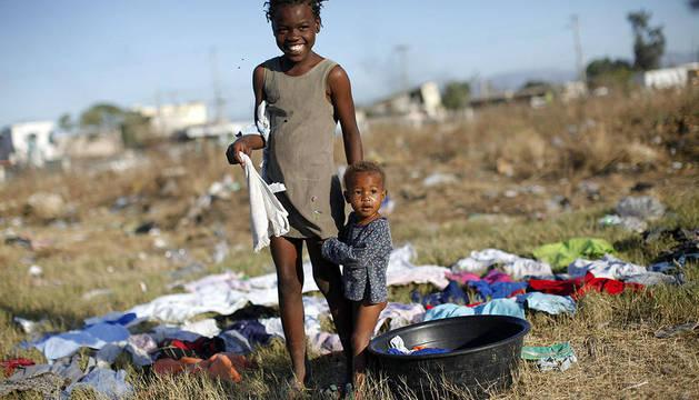 Niños haitianos en un campamento en Puerto Príncipe en 2010