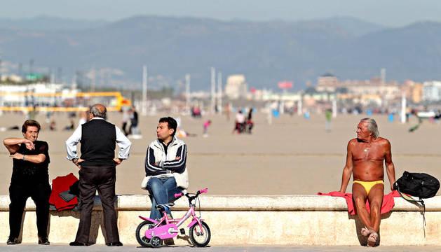 specto que presentaba el paseo de la playa de La Malvarrosa de Valencia en el primer fin de semana de 2012