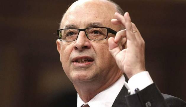 El ministro de Hacienda, Cristóbal Montoro, durante una de sus intervenciones en el debate de convalidación del Decreto Ley de Medidas urgentes