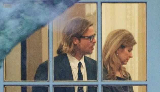 El actor Brad Pitt en el Despacho Oval durante su visita al presidente Barack Obama
