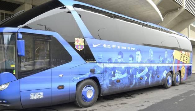 La expedición del Barça ha llegado en autobús desde Vitoria, donde ha aterrizado esta mañana su avión desde Barcelona
