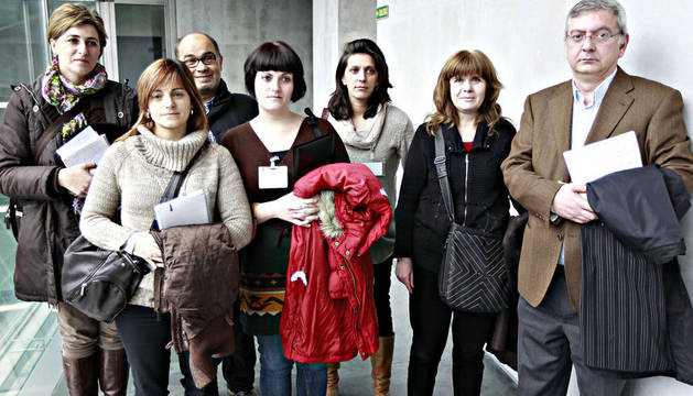 De izda. a dcha.: Sara Gómez (Cáritas), Ainhoa Murugarren (Plataforma en Defensa de la Renta Básica), Ubaldo González (Plataforma), Beatriz Villahizan (Plataforma), Marisol de la Nava (Plataforma), Ana Fernández (Plataforma) y Ángel Iriarte (Cáritas).