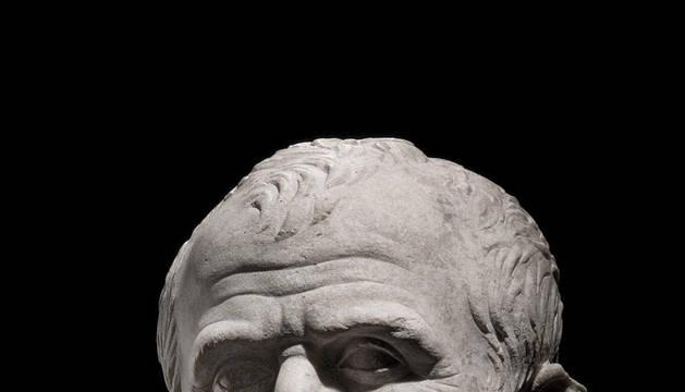 Imagen de un posible busto de Julio Cesar, una de las obras de la exposición 'Arles, les fouilles du Rhône. Un fleuve pour mémoire'