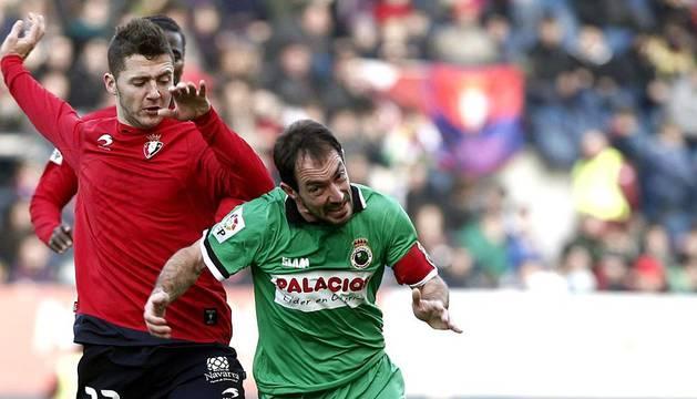 Imágenes del partido entre Osasuna y Racing en el Reyno de Navarra