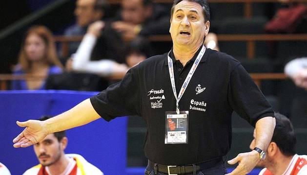 La selección española de balonmano ha presentado su candidatura al título tras imponerse a Francia en la primera jornada.