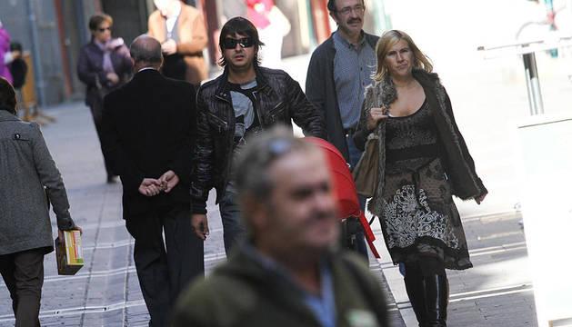 Varias personas en la calle Estafeta de Pamplona
