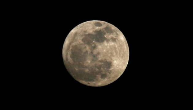 La luna llena vista desde Ayegui