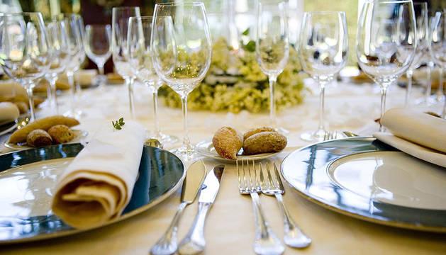 Los investigadores demostraron que el color del plato en el que se sirve la comida puede afectar a cómo se percibe