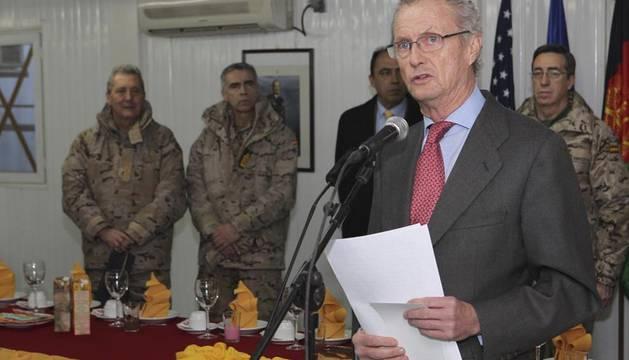 El Ministro de Defensa, Pedro Morenés, se dirige a las tropas españolas en la base de Herat, en Afganistán