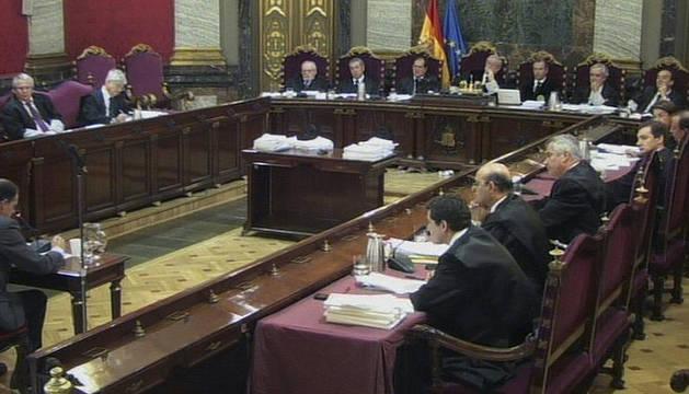 Imagen captada de EFE TV de la segunda sesión del juicio contra el juez Baltasar Garzón