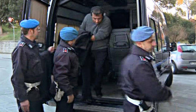 El capitán del Costa Concordia, Francesco Schettino, tras ser detenido