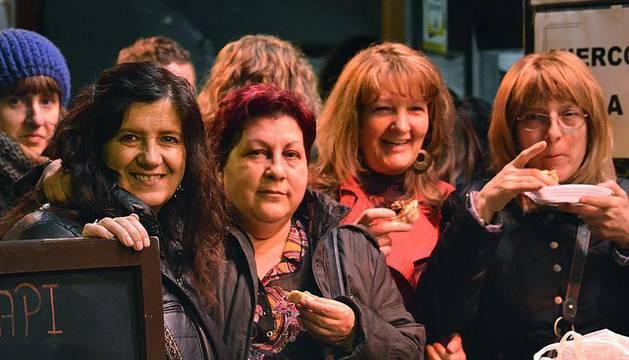 Un grupo de mujeres en el Juevintxo de esta semana