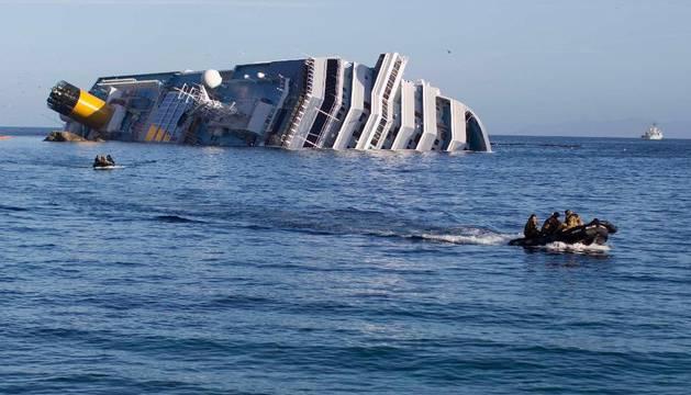 Los buzos y el Costa Concordia