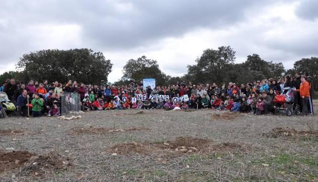 Foto de grupo de los participantes en la Fiesta del árbol del Oinez Basoa
