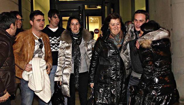 Satisfacción de Laura Pardo (mujer de Ramón), Esther Llort (madre de Javier y Ramón), Ramón Martínez Llort y Lorena Madurga (novia de Javier)