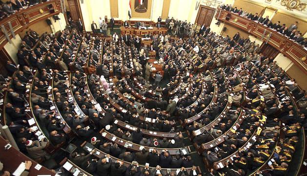 Vista general de la primera sesión del Parlamento egipcio en la era p0os Mubarak, en El Cairo