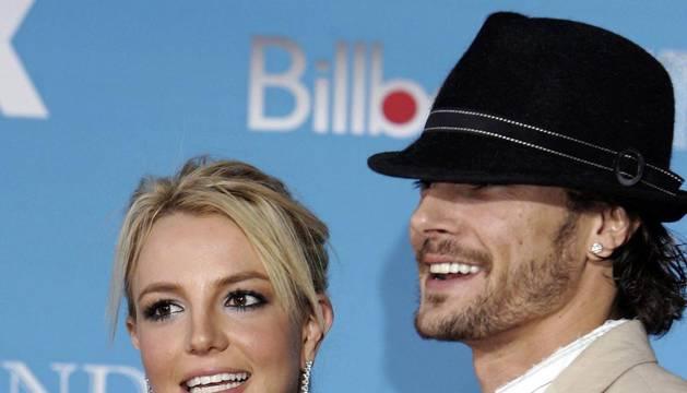 Britney Spears junto a Kevin Federline cuando todavía la pareja estaba casada, en 2006