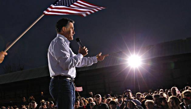 El candidato republicano a la presidencia y gobernador por Massachusetts, Mitt Romney, durante un acto de campaña en Ormond Beach, Florida