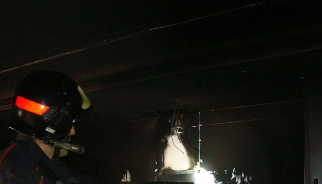 Bomberos de Navarra extinguen un incendio en la cocina de una vivienda de Artajona
