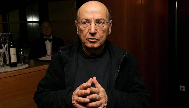 Foto de archivo tomada el 09 de febrero de 2009 del director de cine griego Theo Angelopoulos durante una rueda de prensa para presentar su película