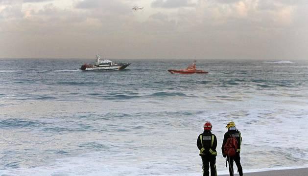 Imágenes de la playa de Orzán de A Coruña, donde varias personas permanecen desaparecidas