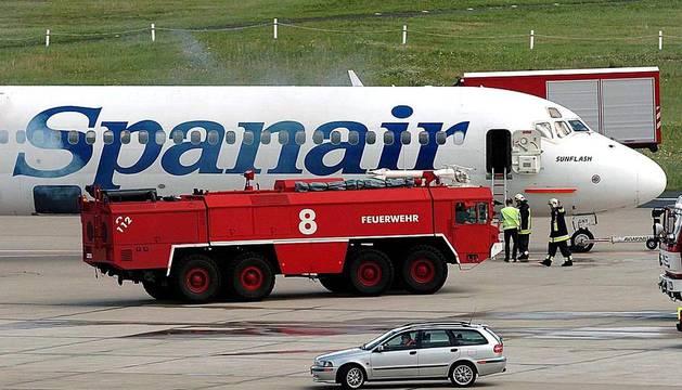 La empresa Spanair confirmó este viernes el cese de sus vuelos, que fueron cancelados esa misma noche en los principales aeropuertos de España.
