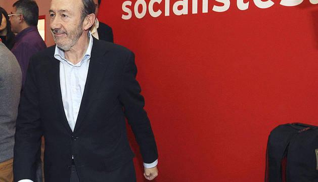 Alfredo Pérez Rubalcaba antes de reunirse con los delegados del PSC
