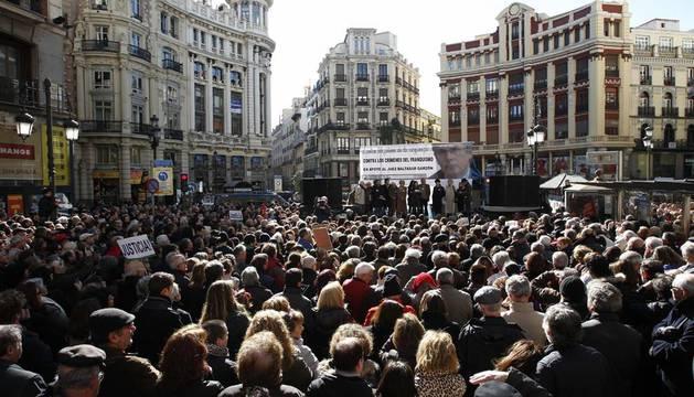 Miles de personas en la plaza de Canalejas de Madrid tras la manifestación