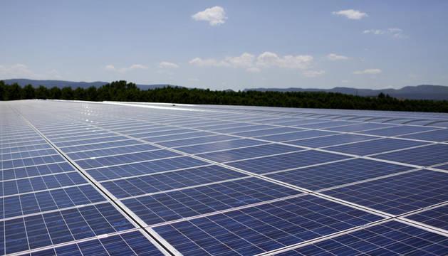 Imagen de la instalación fotovoltaica en el sur de Álava, en el polígono industrial de Lantarón