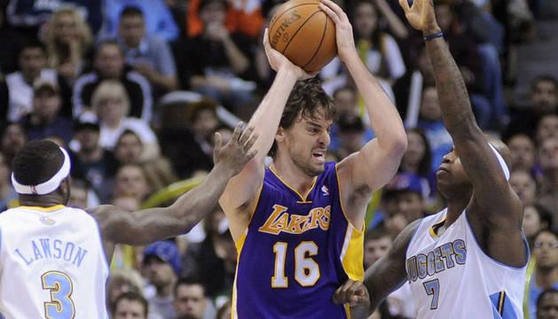 Pau Gasol de los Lakers durante el partido