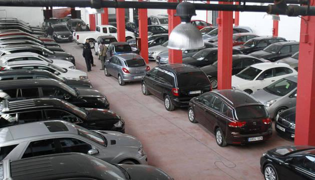 Vista de la empresa en donde han sido robados una veintena de coches de lujo y cuyo propietario ha ofrecido 100.000 euros de recompensa a quien aporte información que permita recuperar todos los vehículos.