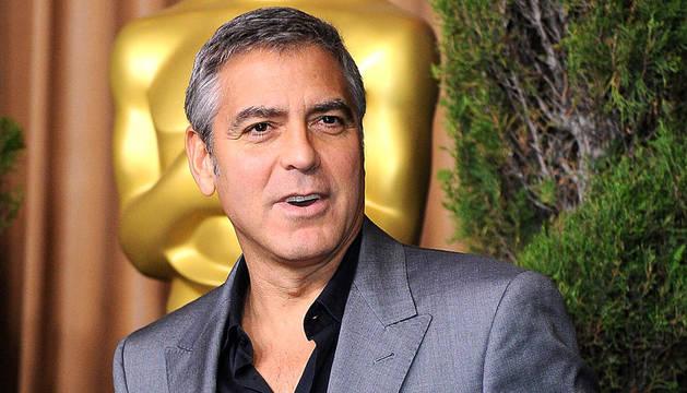 El actor estadounidense George Clooney llega al almuerzo de los nominados a los Premios Óscar, en el hotel Beverly Hilton, en Los Ángeles, California (EEUU)