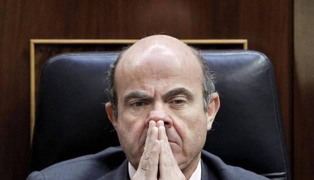 El ministro de Economía, Luis de Guindos, durante el pleno del Congreso de los Diputados de este miércoles