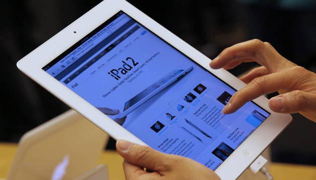 Un usuario de iPad 2