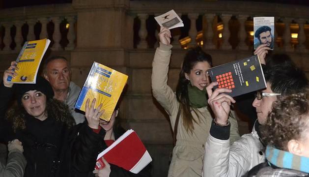 Concentración de apoyo a los estudiantes de Valencia en la Plaza del Castillo de Pamplona, el miércoles 22 de febrero.