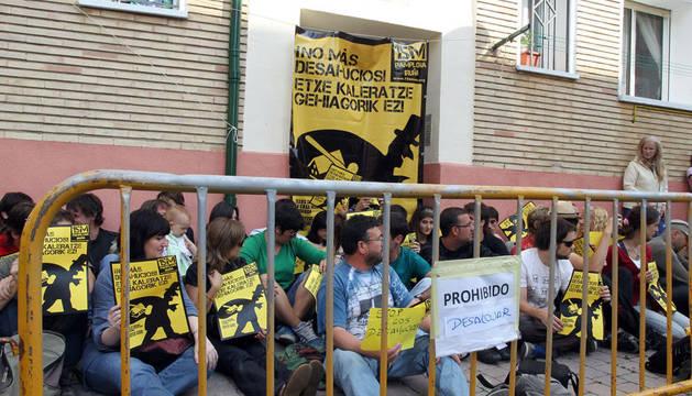 Una protesta en orkoien de los indignados contra un desahucio, el pasado julio.