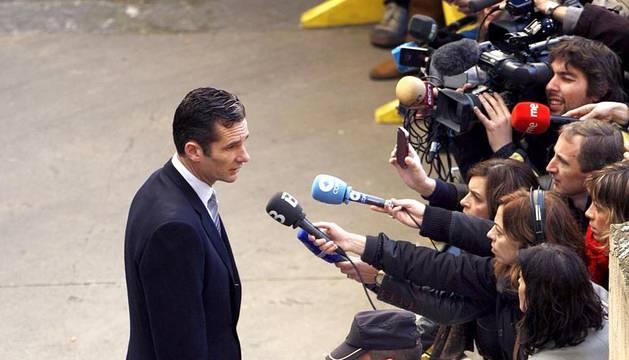 Varias imágenes de la llegada de Urdangarín a los juzgados de Palma