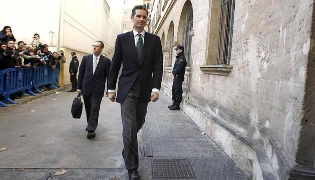 Varias imágenes de este domingo de la llegada de Urdangarín a los juzgados de Palma para continuar con su declaración