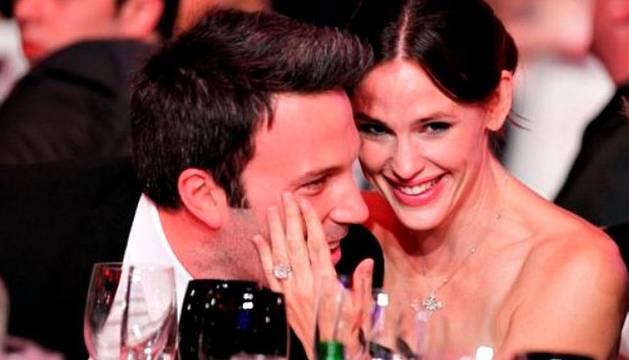 La pareja en un acto público