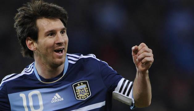 Messi celebra uno de sus tres goles ante Suiza