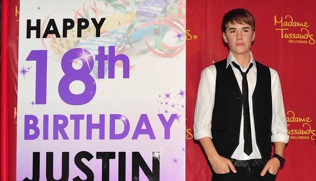 Figura de cera de Justin Bieber en la casa de Madame Tussaud en Hollywood el 1 de marzo de 2012 en California