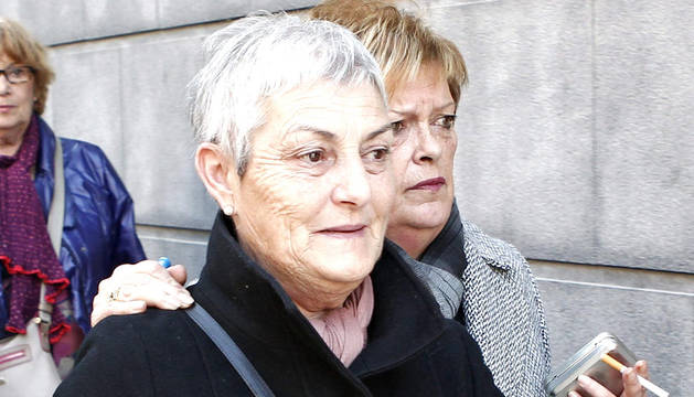 La vecina de Tafalla María Pilar Marcos Rubio, de 65 años, abandona el Palacio de Justicia de Navarra