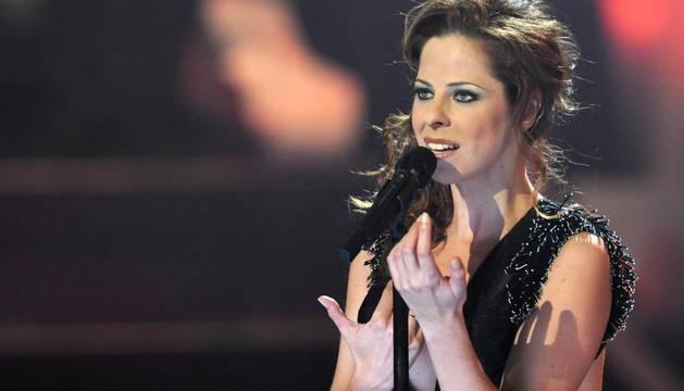 Fotografía facilitada por Televisión Española de Pastora Soler, durante su actuación, esta noche, en la gala especial que ha emitido La 1 de TVE