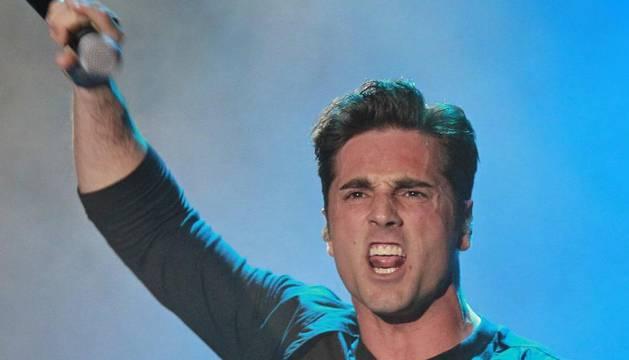El cantante cántabro durante la actuación