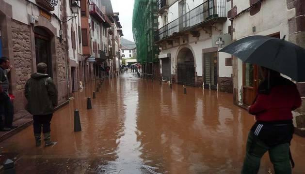 Imagen de la calle Jaime Urrutia de Elizondo tras las lluvias del pasado 7 de noviembre