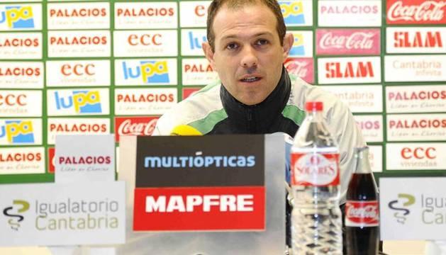 El ya extrenador del Racing, Juan José González