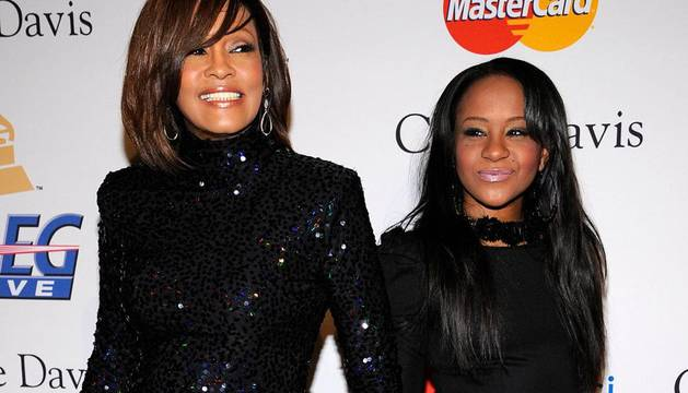 Whitney Houston junto a su hija, Bobbi Kristina Brown